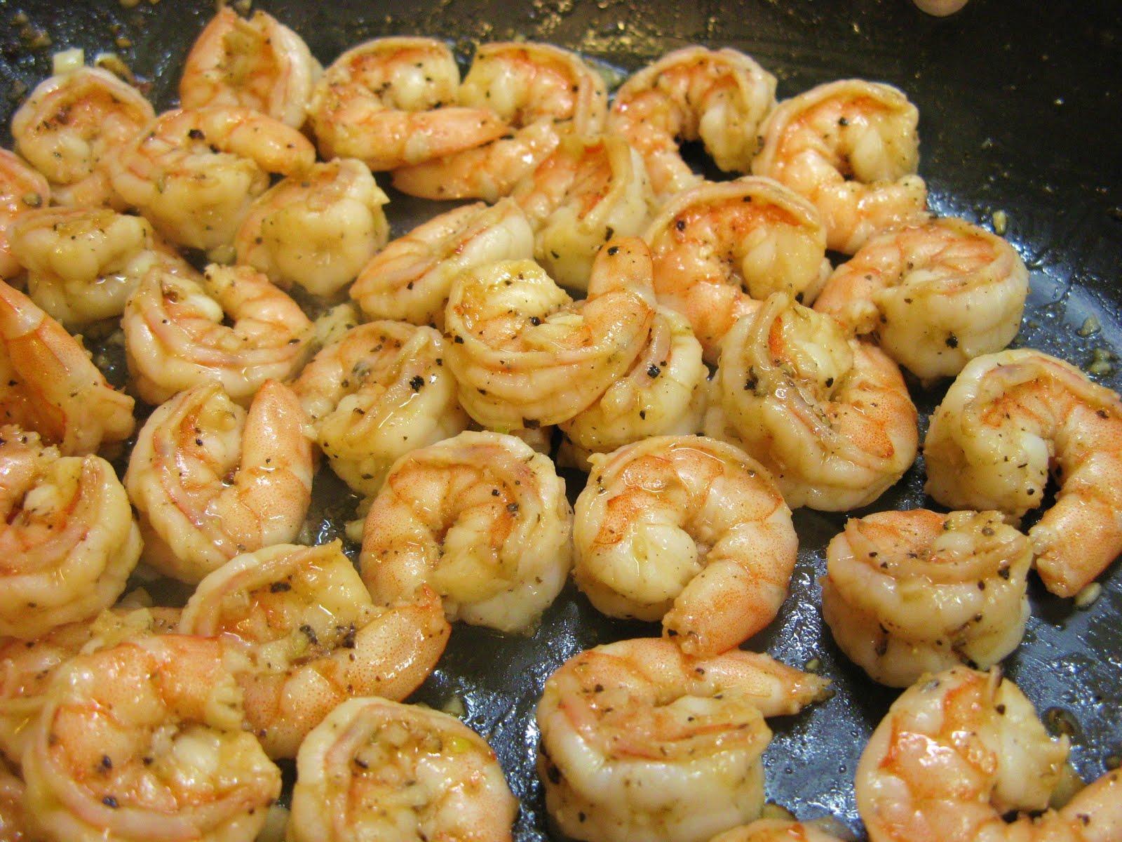 The Well-Fed Newlyweds: Peppery Garlic Prawns