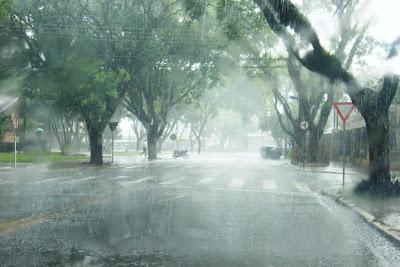 Chuva com vendaval em Maringá