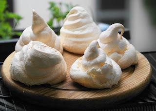 Berge aus weißen Küssen: Baiser