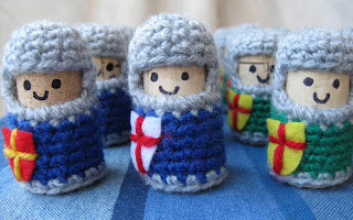 free crochet patterns: recycling cork and crochet knights