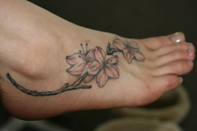Temporary Tattoos On Side Flower Tattoo Design on Girls Feet | Tattoo Ideas