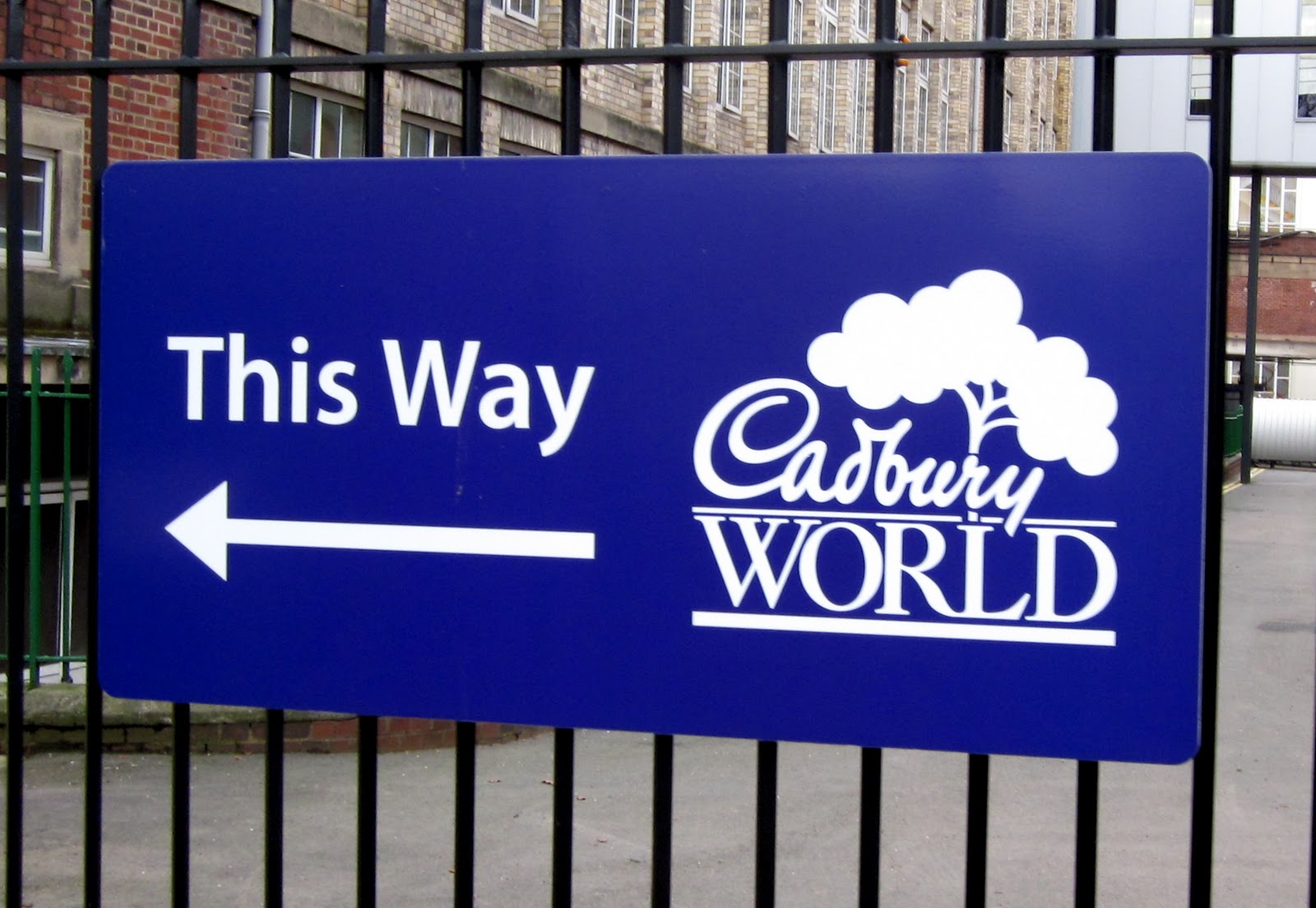 Where in the World is Jenny?: Jenny and the Chocolate Factory