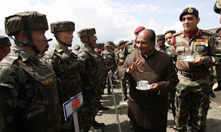 More Photos: Defence Minister's visit to J&K forward areas