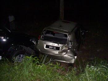 KSBK mengawal  lalulintas di Kg. Tiong Kubang Kachang , kemalangan jalan raya pukul 4.00 p