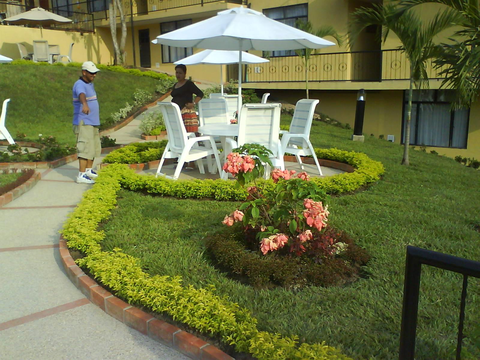 Prados y jardines orlando mu oz dise o de ceto y variedad for Diseno de jardin