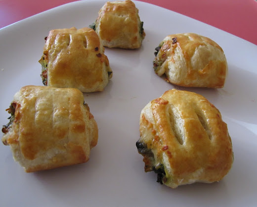 Bite Size Pastry Puffs With Veggies
