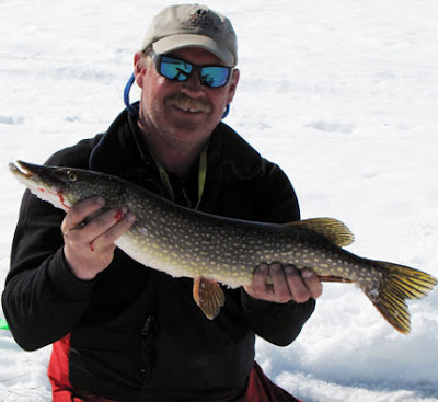 Sun 50 degrees temps ice fishing a beautiful day in for Ely minnesota fishing