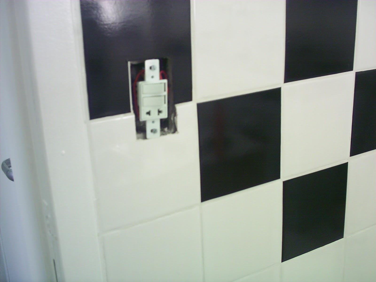 está no acabamento: o adesivo deve ser do mesmo tamanho do azulejo  #586573 1600x1200 Banheiro Com Adesivo De Azulejo