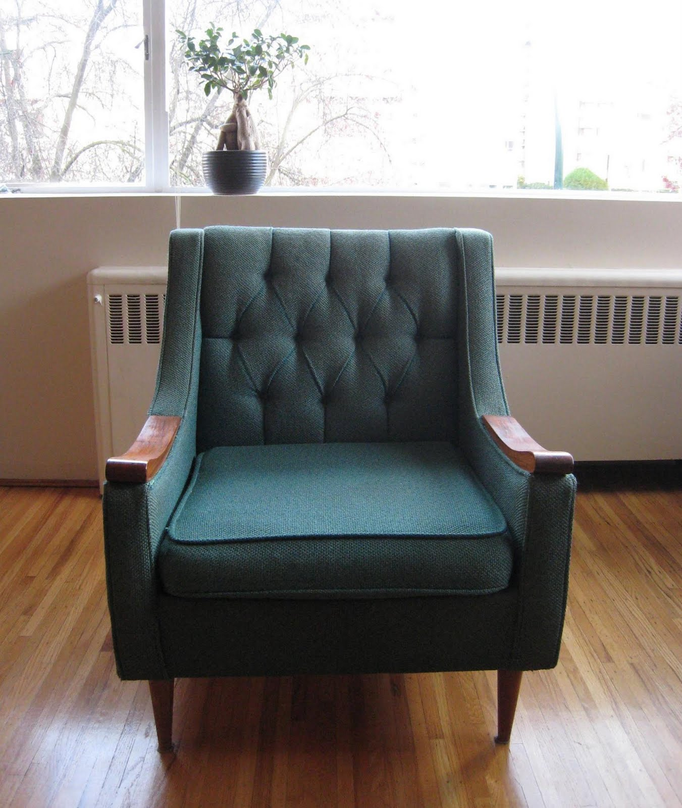 Six Balloons Vintage Delights Mid Century Modern Chair