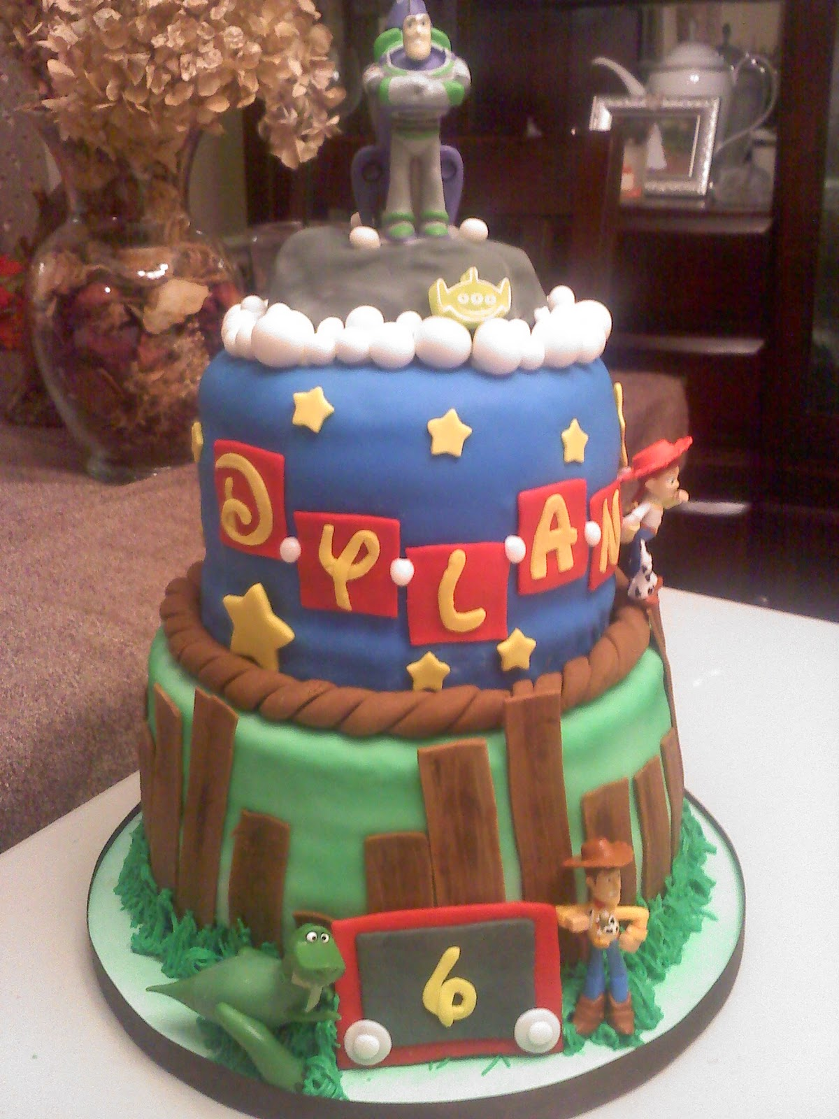 Lick Your Lips Cakes: Toy Story Cake