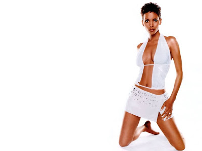 Halle Berry In White  Wallpaper