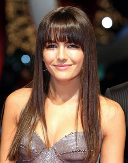 side fringe hairstyles 2009. Short side-swept bangs spice up medium length