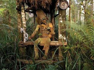 http://1.bp.blogspot.com/_osrVjnPbdEM/TA_-lSpmwiI/AAAAAAAAdGw/EpPaYUhScuI/s400/Garden_wooden_sculptures_6.jpg