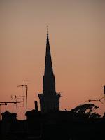 Les églises bretonnes ont des clochers pointus et on les voit à des kilomètres