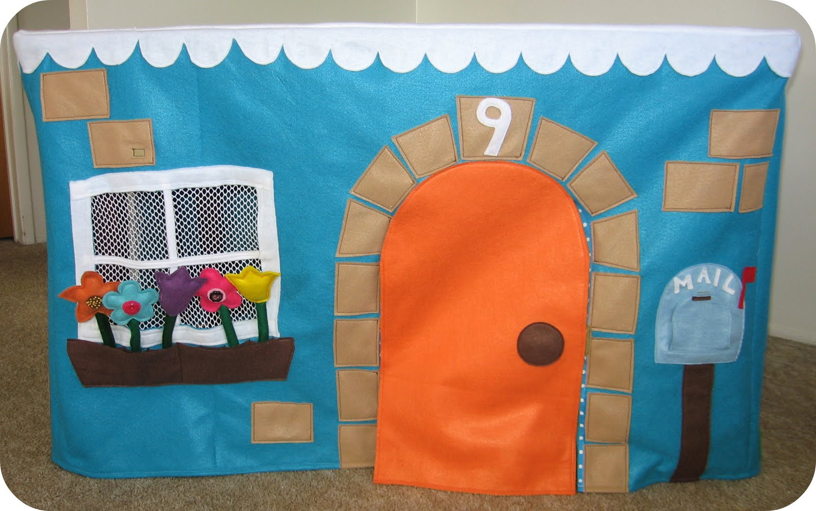 [felt+playhouse+front.jpg]