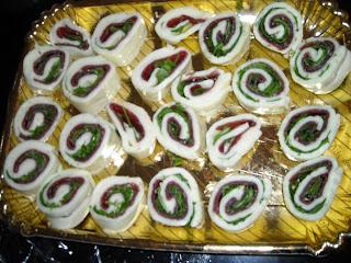 Ingredienti 1 rotolo di mozzarella 4 fette di bresaola rucola q b