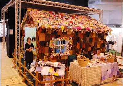 Knitted gingerbread home
