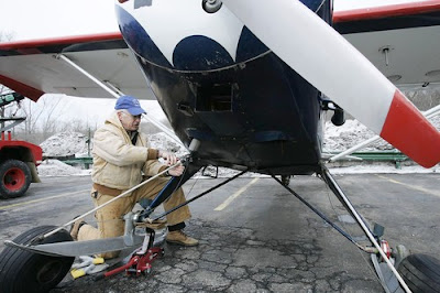 Robert Kadera removing the ski landing gear from his 1949 Piper Clipper