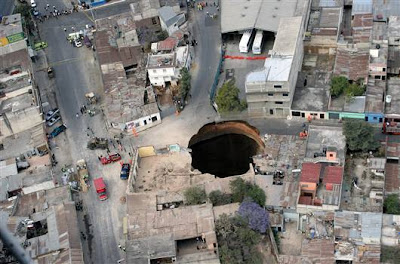 Giant Sinkhole Guatemala on Swallowed By A Giant Sinkhole In A Poor District Of Guatemala City