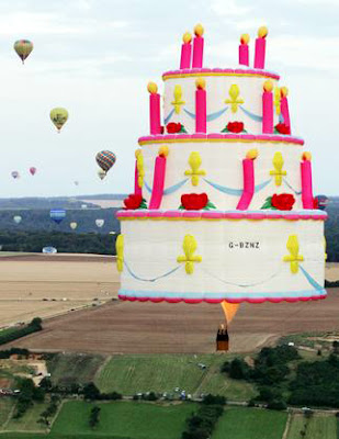 Cake-shaped hot air balloon