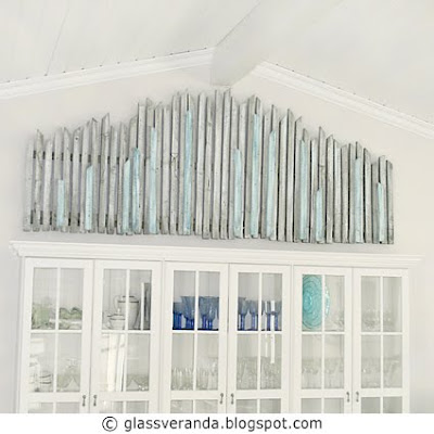 Redesign/gjenbruk: Stor veggskulptur/maleri av gamle grå værbitte gulvlemmer!