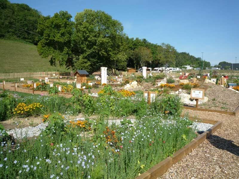 Les petites croix de haute savoie jardins de haute savoie for Entretien jardin haute savoie