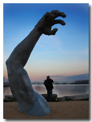 Quilly and Giant Arm - National Harbor near Washington DC