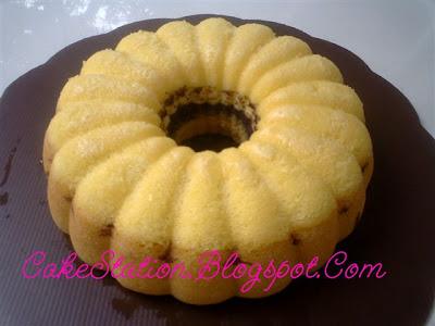 Cake kukus yang ini aku buat pakai tepung Zeelandia, lumayan hasilnya