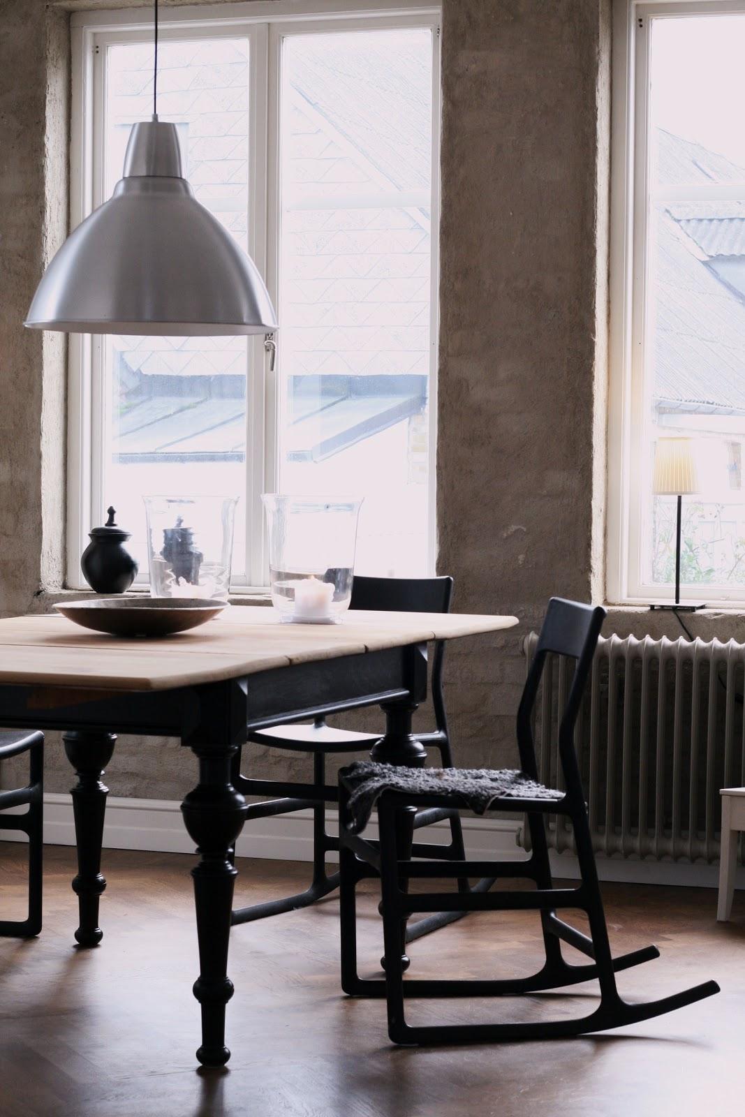 Vackra Koksbord : Med ett par slippapper och lite molarforg fick jag bordet att lyftas