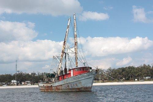 [small+shrimp+boat.JPG]