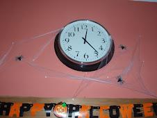 kuhinjska ura ujeta u pajkovo mrezo...