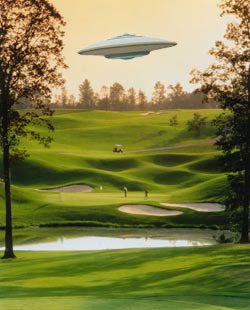 Golfers you wont beleave it UFO ON GOLF GREEN