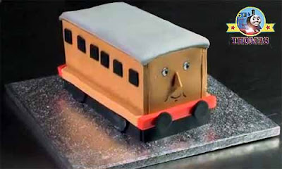 Annie and Clarabel locomotive Thomas the train birthday cake ideas and kids cake decoration icing