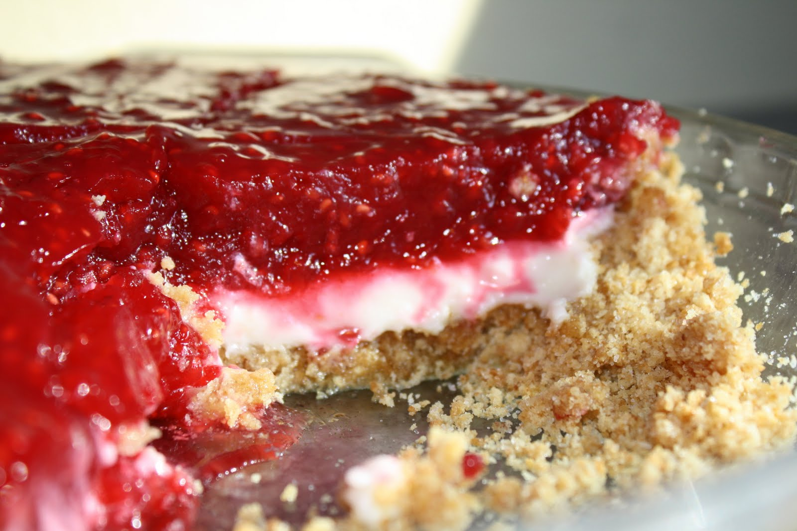 dubs cafe: Raspberry Cream pie with Graham Cracker Crust