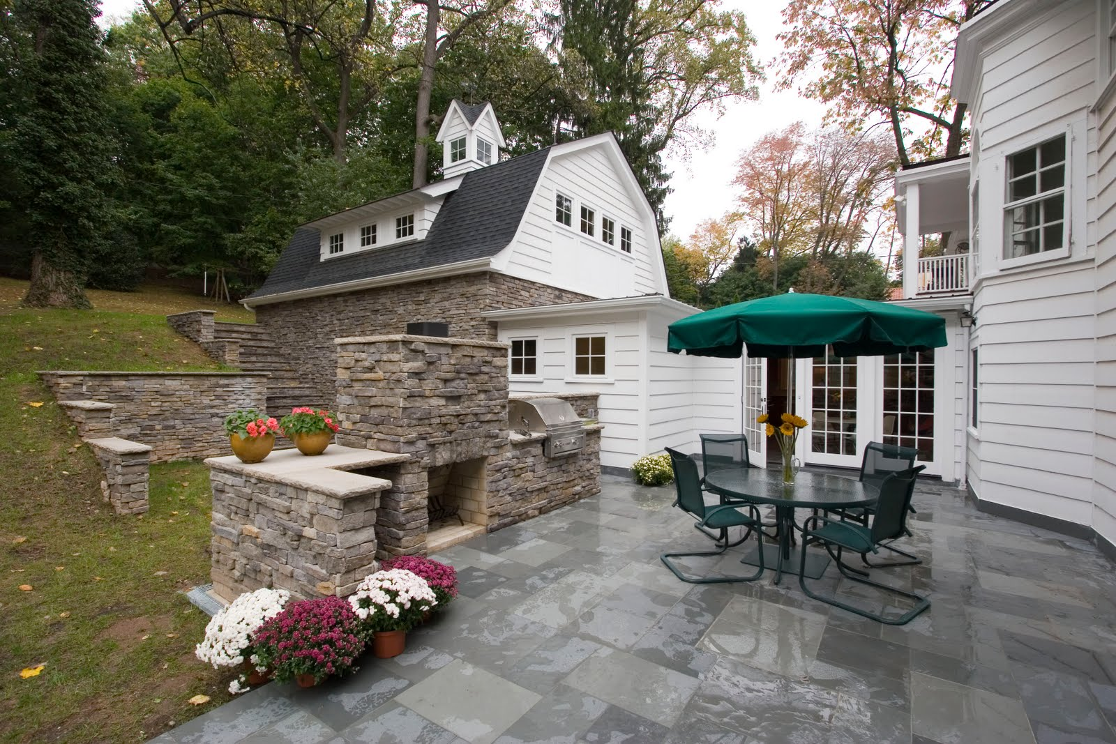 Outdoor Patio with Fireplace and Grill