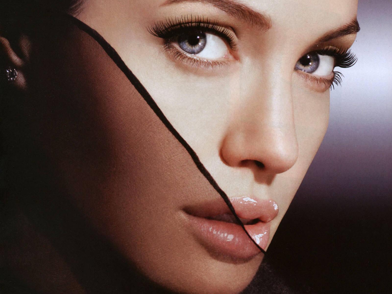 http://1.bp.blogspot.com/_p2EstT5Z5BU/THtqOBzv2ZI/AAAAAAAAAsI/WVZfuy-WObU/s1600/Angelina+Jolie+Wallpapers+1.jpg