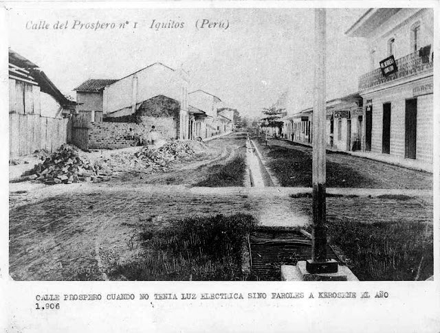Prospero St. 1906 - Lamp posts held kerosene lamps