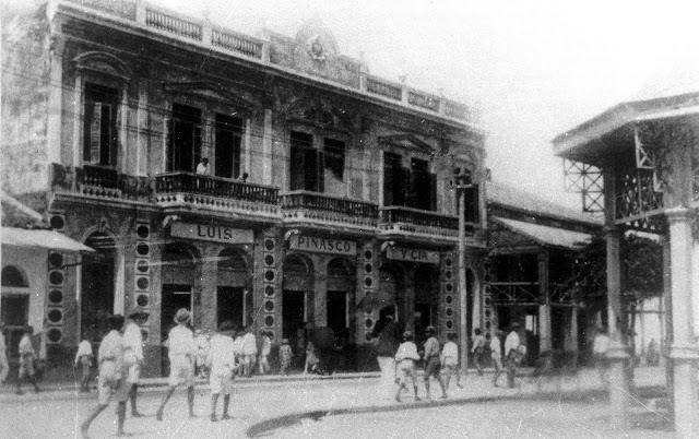 Pinasco Building 1910 (Casa de Fierro on R)