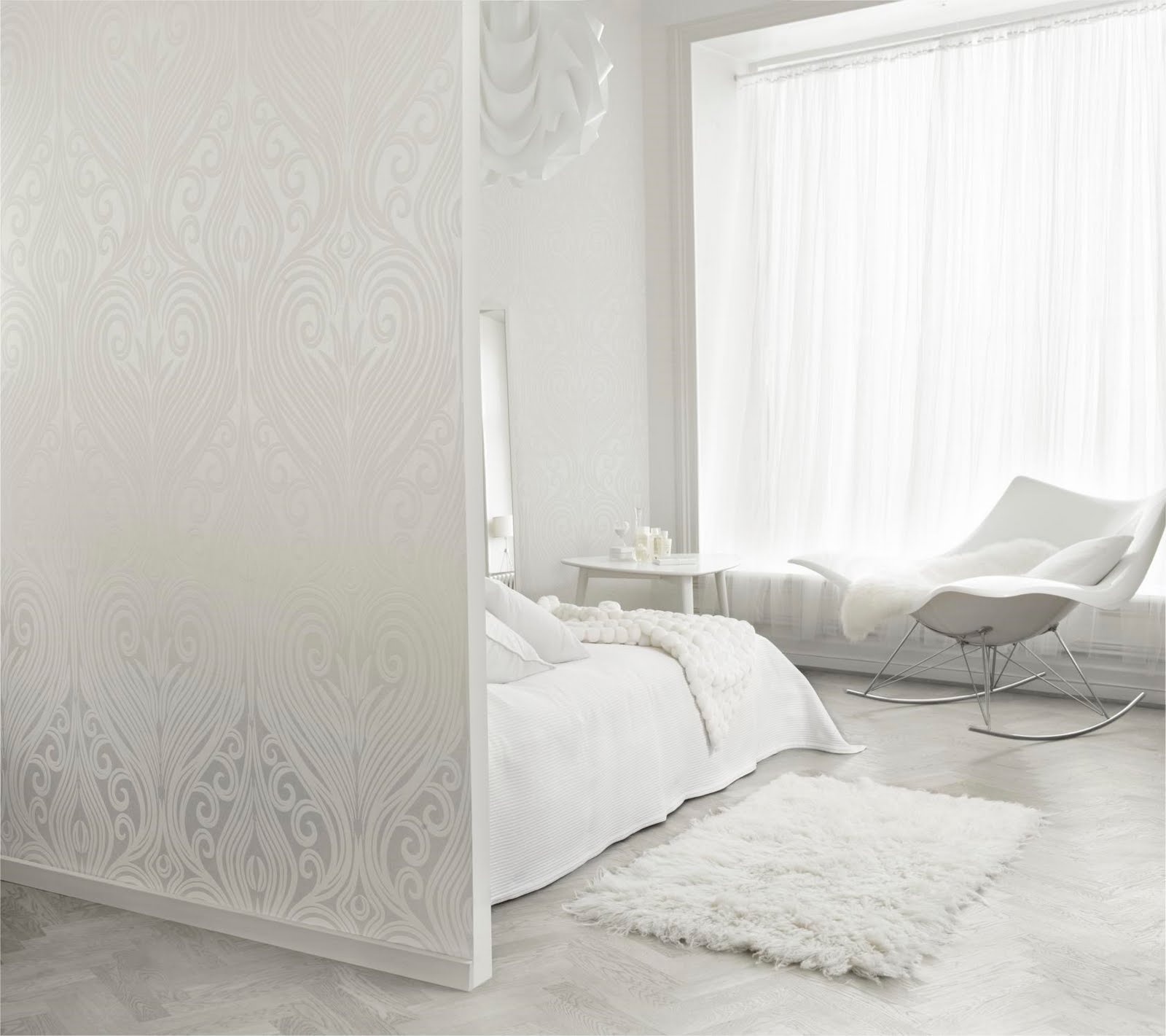 Bedroom Decor White Walls: Design Shimmer: White Walls