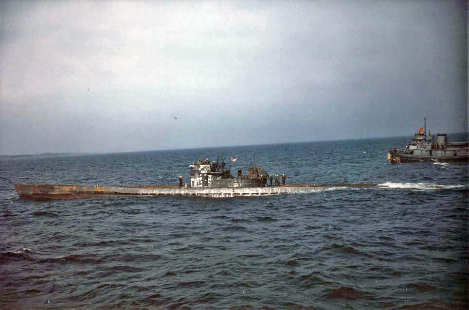 photos de sous-marin et de leur équipage 5+U-boat+in+the+sea