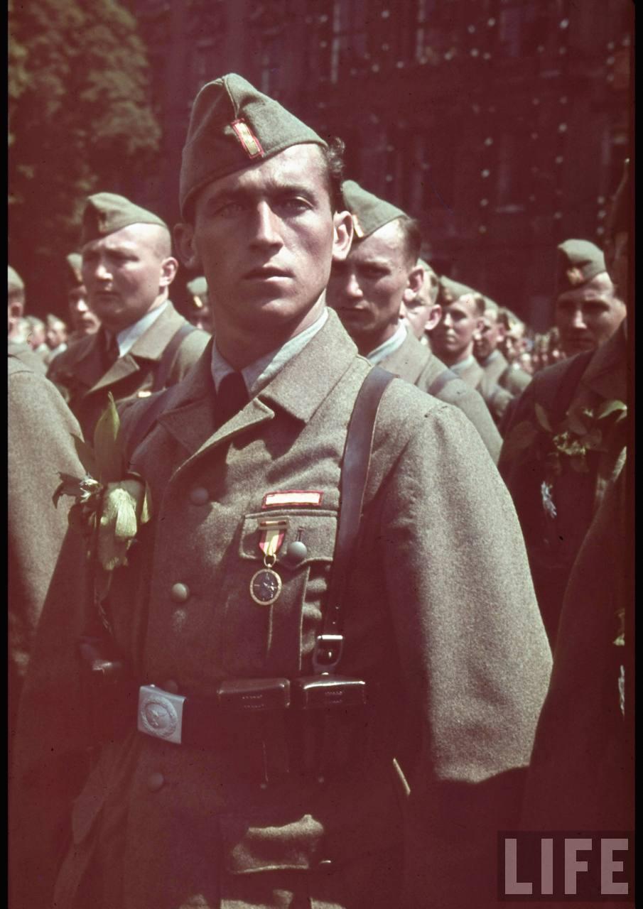 la légion condor et aviation italienne Legion+Condor+on+its+return+from+Spain+in+Berlin,+6+June+1939b