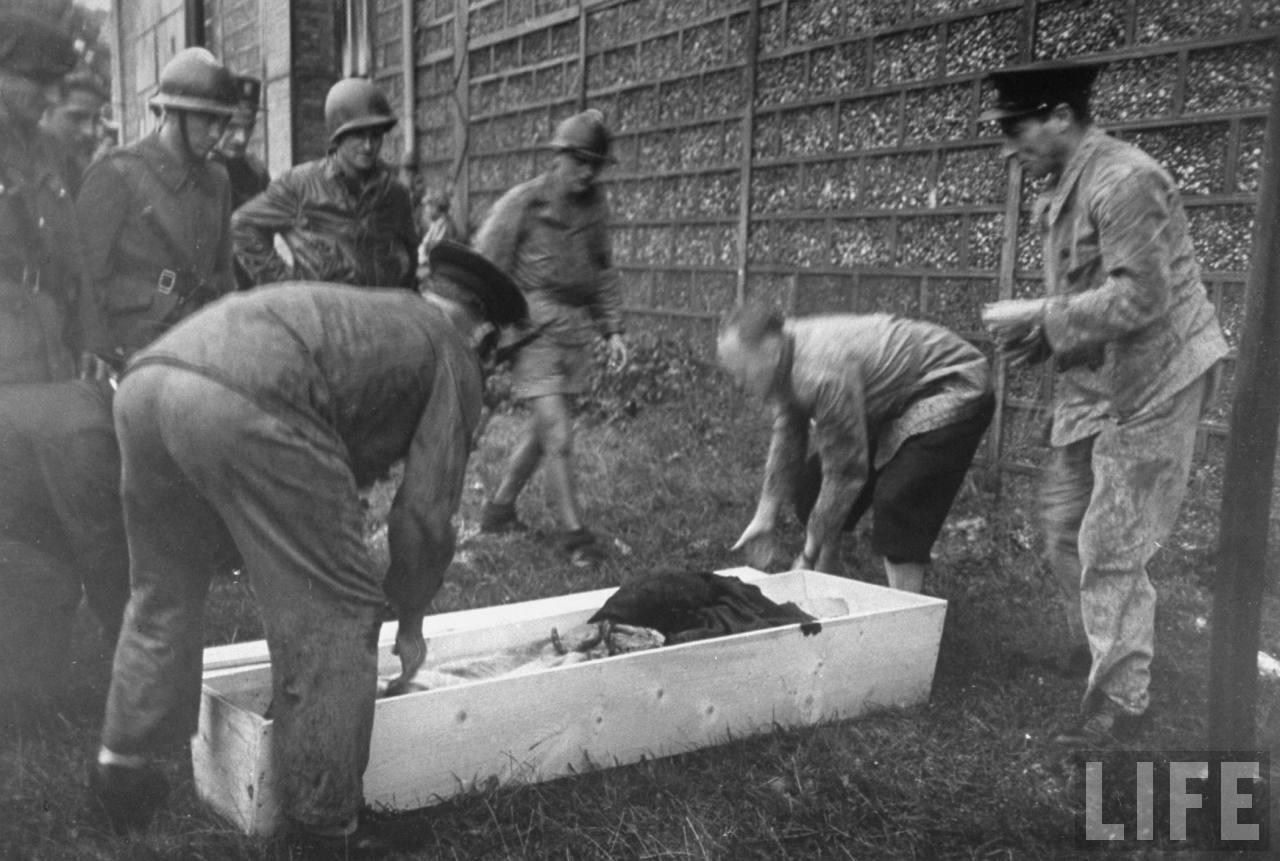 représailles (pendant ou à la fin de la guerre) Execution+of+Nazi+collaborationist+Milice+(Vichy+police)12