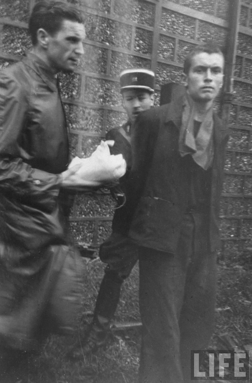 représailles (pendant ou à la fin de la guerre) Execution+of+Nazi+collaborationist+Milice+(Vichy+police)13
