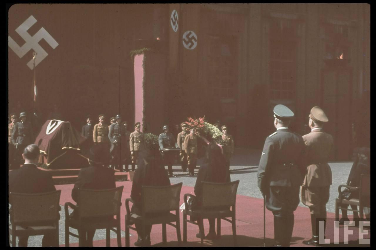 photos de hugo jaeger (photographe de Adolf Hitler ) Hugo+Bruckmann's+funeral08