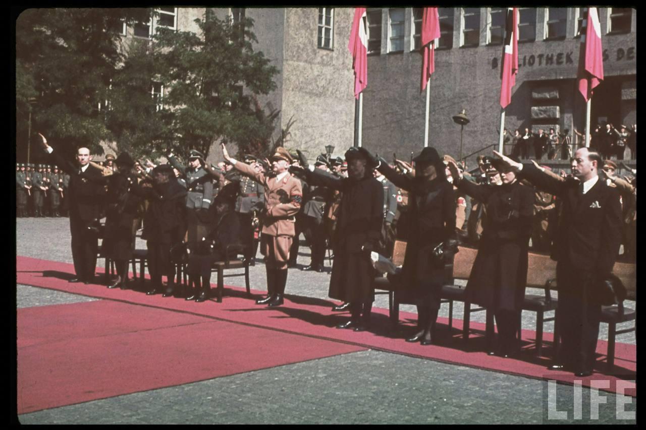 photos de hugo jaeger (photographe de Adolf Hitler ) Hugo+Bruckmann's+funeral11