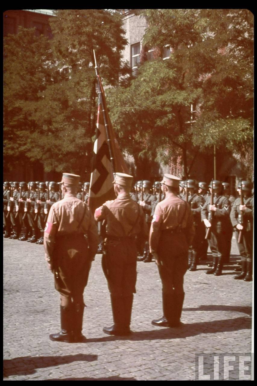 photos de hugo jaeger (photographe de Adolf Hitler ) Hugo+Bruckmann's+funeral12
