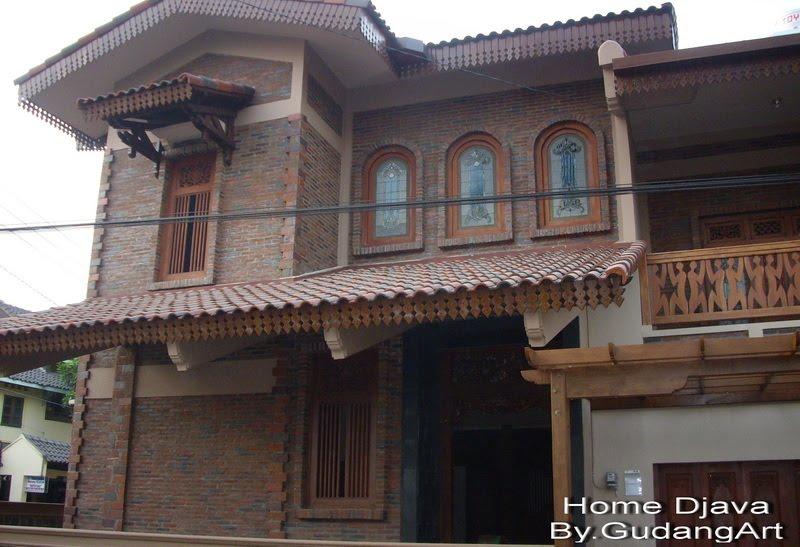 Nuansa etnik yang di hadirkan dalam fasad ini mengadopsi bentuk rumah