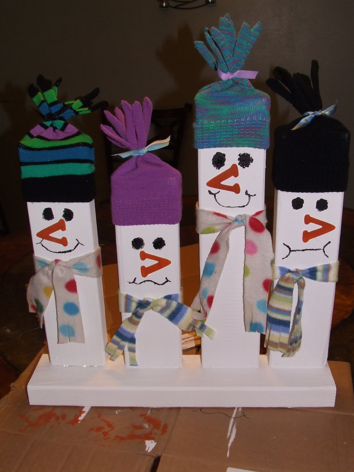 easy christmas and winter decoration 2x4 wood greeting snowmen