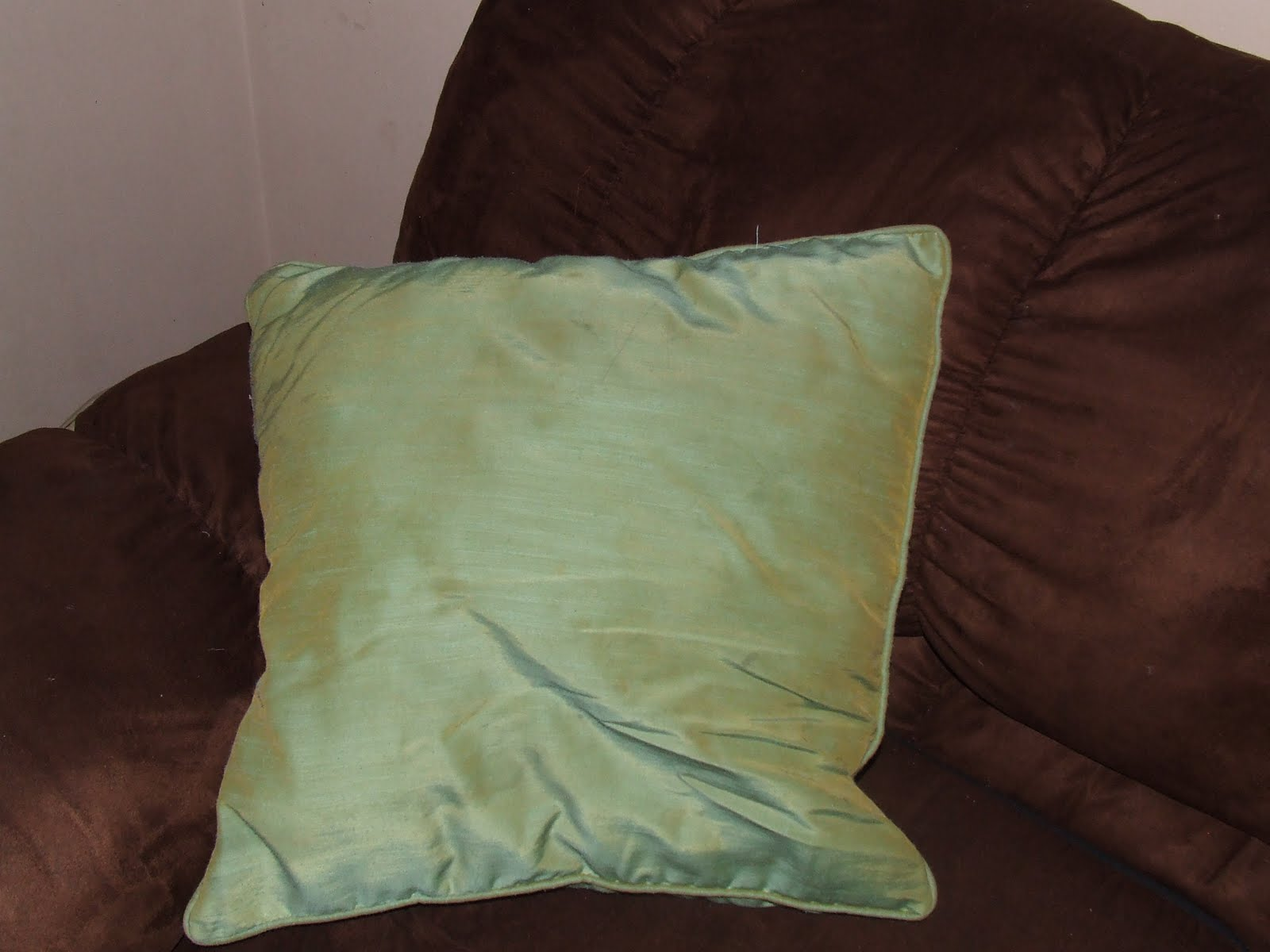 Tutorial Tuesday: Decorative Pillow - Keeping it Simple Crafts