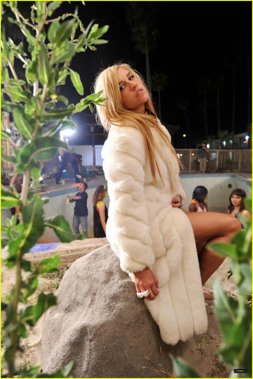Kesha take it off